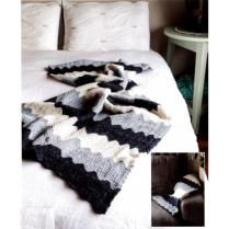 (AY2714 Chevron Alpaca Throw)
